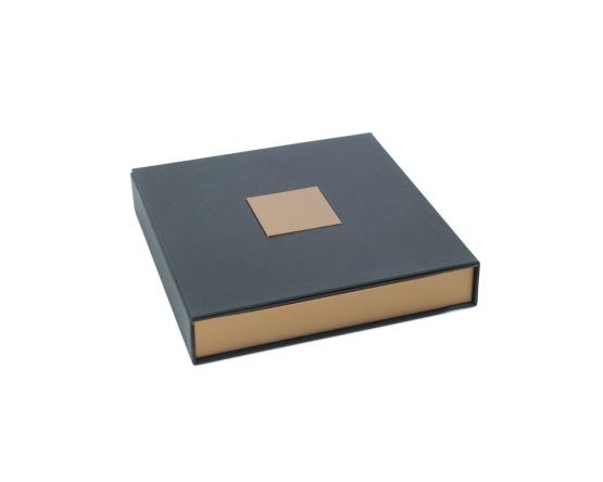 Collieretui Karton 160 x 160 x 25 mm schw./silber